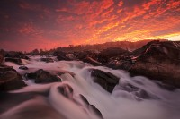 Mather Gorge, Potomac River, Great Falls, Virginia, Maryland, VA, MD, hikers, kayakers, sunrise, fantastic display of li