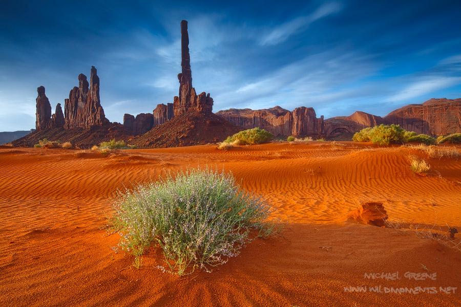 AZ, Arizona, UT, Utah, Kayenta, Monument Valley Tribal Park, sand dunes, Yei Bi Chei, totem pole, photo