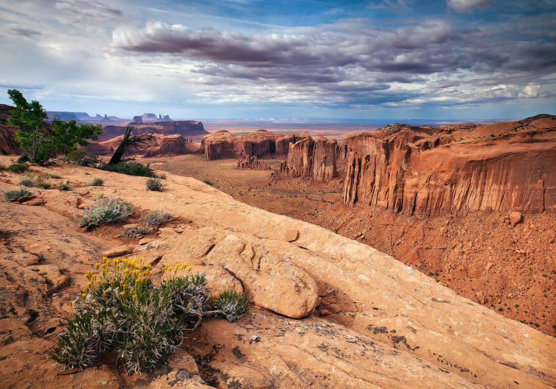 Hunts Mesa, Monument Valley, cliff, vegetation, dust storm, Arizona, AZ, Utah, UT, tribal park, indian reservation, photo