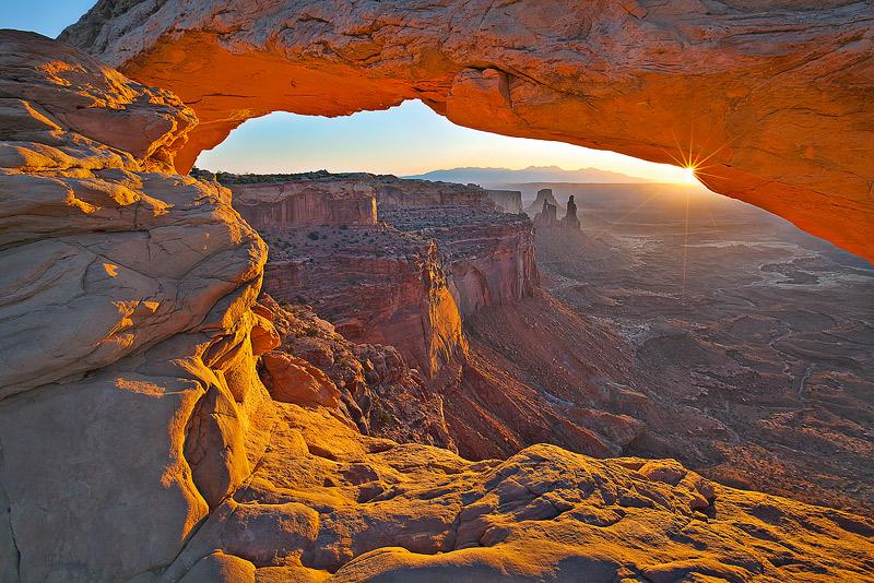 Mesa Arch, Canyonlands National Park, Utah, UT, La Sal Mountains, photo
