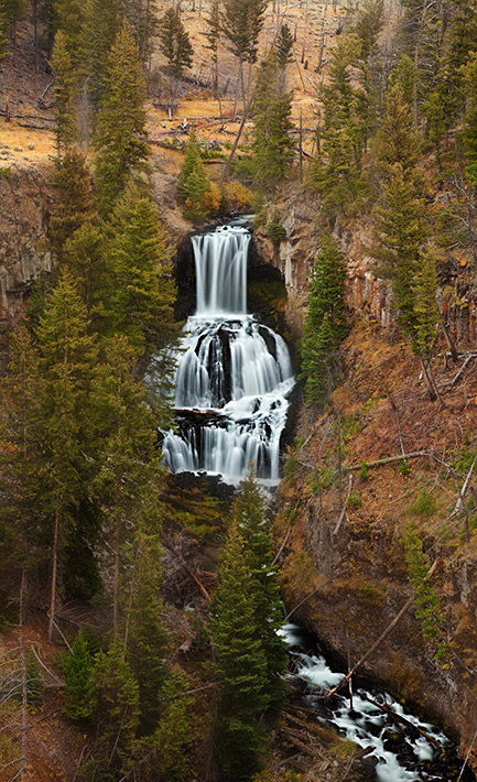 Lava Creek splashes and falls nearly 110ft throughrust colored cliffsnearthenorthern entrance...